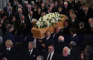 Obsèques de Stephen Hawking : Sa famille et les stars lui disent adieu