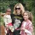 Madonna, sa fille Lourdes et David Banda en 2007 au Malawi