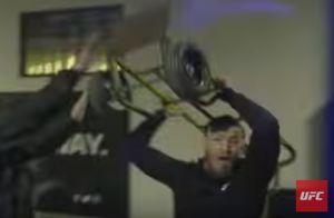 Conor McGregor : Menotté et inculpé après son attaque choc d'un bus de l'UFC