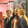 Rihanna fait du shopping dans un magasin Gucci à Milan le 6 avril 2018.