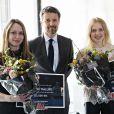 """Le prince Frederik de Danemark remet les trophées """"Denmark Olympic Hope"""" à deux sportives danoises à Copenhague le 13 avril 2018."""