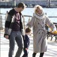 Claire Danes, son mari Hugh Dancy et leur fils Cyrus à New York, le 23 octobre 2016.