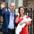 La duchesse Catherine de Cambridge et le prince William ont quitté avec leur troisième enfant la maternité de l'hôpital St Mary à Londres le 23 avril 2018 quelques heures seulement après sa naissance.