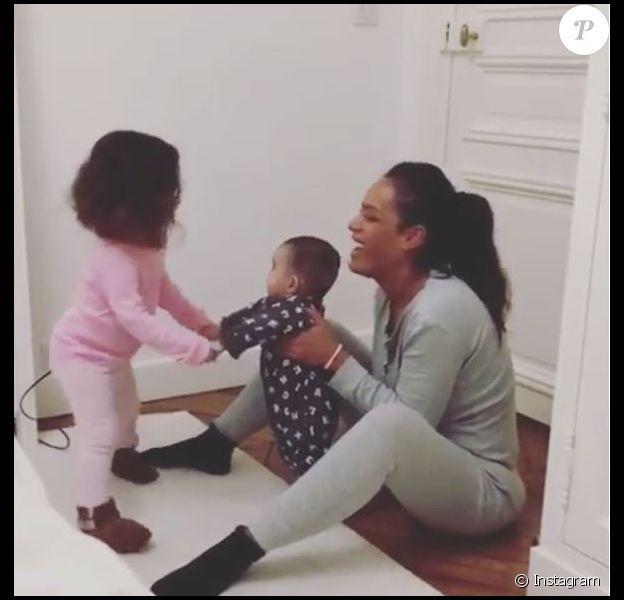 Amel Bent avec ses filles Sofia et Hana sur Instagram, le 19 mars 2018.