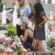 Exclusif - Marie Poniatowski, Laeticia Hallyday et ses filles Jade et Joy - Laeticia Hallyday est allée déposer des bougies sur la tombe de J. Hallyday avec ses filles Jade et Joy et des amis au cimetière de Lorient à Saint-Barthélemy, le 23 avril 2018.