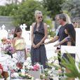 Exclusif - Joy Hallyday, Laeticia Hallyday, Jean-Pierre Millot, Jade hallyday et Sylviane (la nounou) - Laeticia Hallyday est allée déposer des bougies sur la tombe de J. Hallyday avec ses filles Jade et Joy et des amis au cimetière de Lorient à Saint-Barthélemy, le 23 avril 2018.
