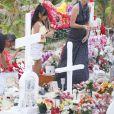 Exclusif - Laeticia Hallyday, sa fille Joy et des fans - Laeticia Hallyday est allée déposer des bougies sur la tombe de J. Hallyday avec ses filles Jade et Joy et des amis au cimetière de Lorient à Saint-Barthélemy, le 23 avril 2018.