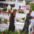 Semi-exclusif - Marie Poniatowski, Laeticia Hallyday, Jean-Claude Camus - Laeticia Hallyday s'est recueillie sur la tombe de J. Hallyday avec JC Camus accompagné de sa fille et de son petit-fils au cimetière de Lorient à Saint-Barthélemy le 24 avril 2018.