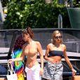 """Bella Hadid, Hailey Baldwin à bord du bateau """"The Groot"""" de D. Grutman à Miami, le 29 avril 2018. © CPA/Bestimage"""