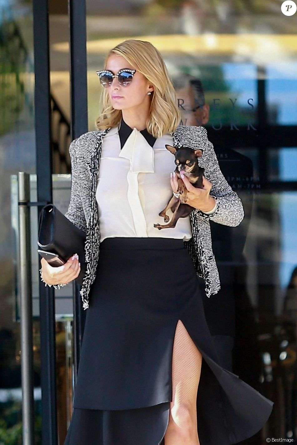 Exclusif - Paris Hilton fait du shopping chez Barneys New York avec son chien Fury à Beverly Hills, le 7 mai 2018.