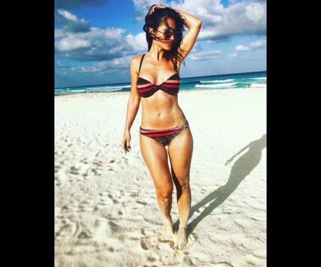 Fabienne Carat divine en bikini lors de ses vacances à Cancun, au Mexique.