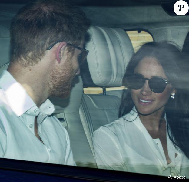 Le prince Harry et Meghan Markle à l'arrière de leur Range Rover le 17 mai 2018 à Windsor après la répétition générale à deux jours de leur mariage. ©Paul Edwards/The Sun/News Licensing/ABACAPRESS.COM