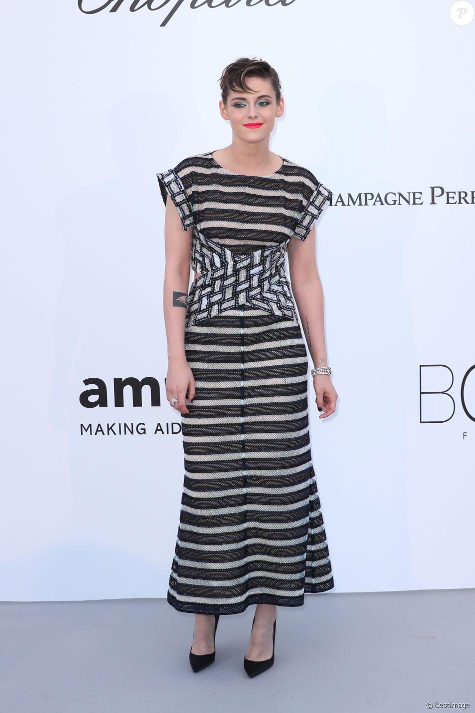 """Kristen Stewart - Photocall de la soirée """"amfAR Gala Cannes 2018"""" à l'Eden Roc au Cap d'Antibes, le 17 mai 2018. © Jacovides/Borde/Moreau"""