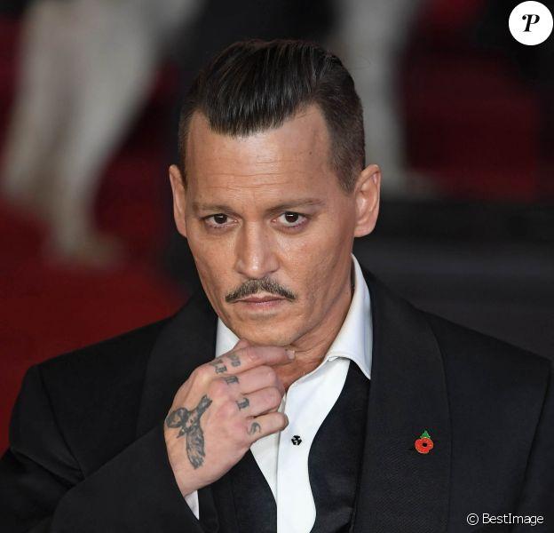 """Johnny Depp à la première de """"Murder On The Orient Express"""" au Royal Albert Hall à Londres, le 2 novembre 2017."""