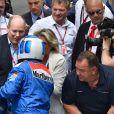 Le prince Albert II de Monaco a salué Nico Rosberg et son père Keke Rosberg, en présence de Sina Rosberg, après leur tour de piste historique lors des essais du Grand Prix de Formule 1 de Monaco le 24 mai 2018. © Bruno Bebert / Bestimage