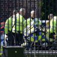 Le prince George de Cambridge tout heureux sur une moto de la police de Londres, le 24 mai 2016.