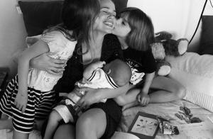 Lucie Lucas, jolie maman gâtée par ses trois enfants pour la fête des Mères