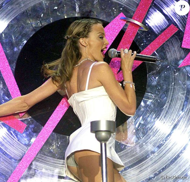 Kylie Minogue aux Brit Awards à Londres, le 21 février 2002.