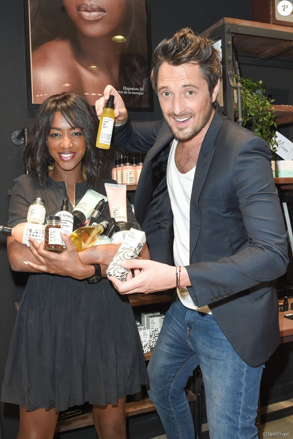exclusif hapsatou sy et son compagnon vincent cerutti la marque hapsatousy ouvre sa premi re. Black Bedroom Furniture Sets. Home Design Ideas