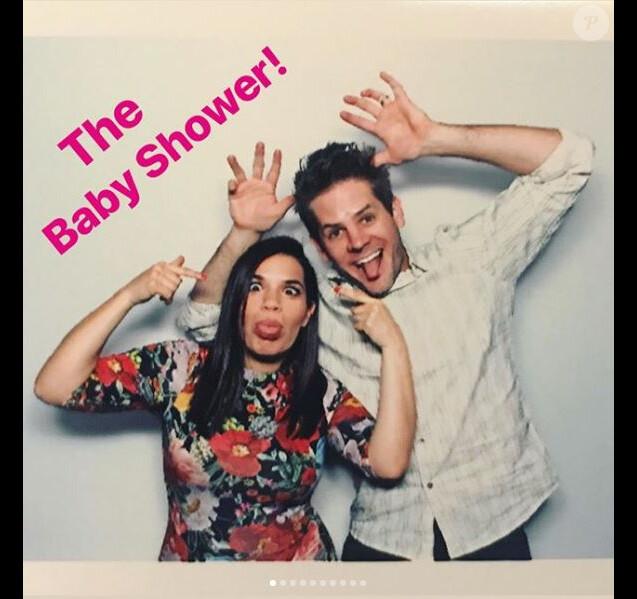 America Ferrera a partagé plusieurs photos de sa baby shower, le 17 mars 2018 à Los Angeles. Ici avec son mari.