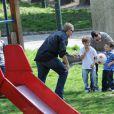 Les enfants Beckham en compagnie de leur super nounou dans un parc Milanais ! Amusement assuré...