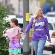 Exclusif - Tori Spelling et son mari D. McDermott se baladent avec leurs filles dans les rues de Woodland Hills, le 26 mai 2018