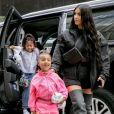 Kim Kardashian et sa fille North West se promènent dans les rues de New York. Le 14 juin 2018.