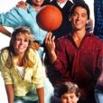 Nicole Eggert (en chemise jaune) et Scott Baio (centre) dans la série Charles s'en charge, diffusée entre 1984 et 1990.