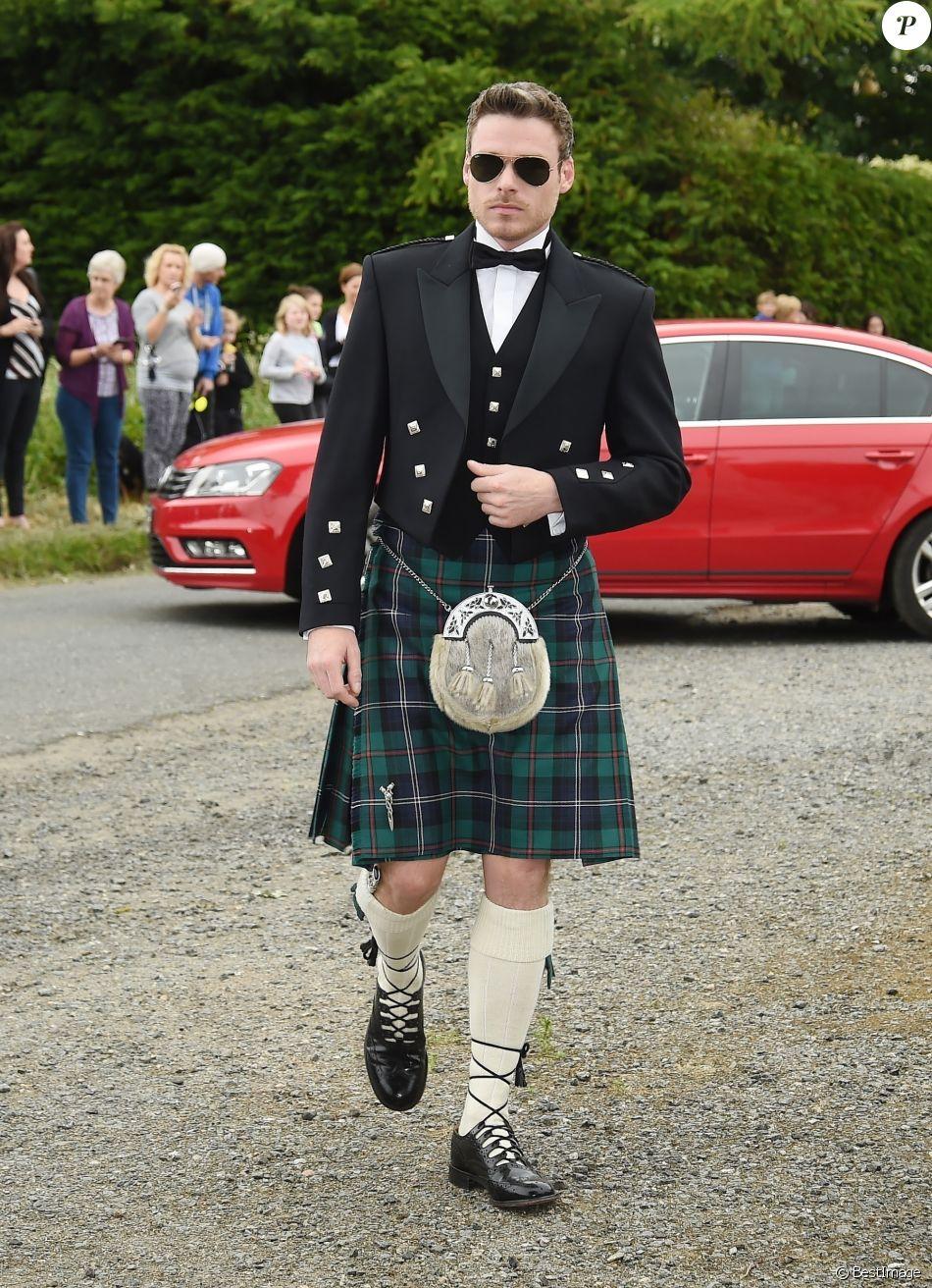 Richard Madden , Les célébrités arrivent au mariage de Kit Harington et  Rose Leslie en l\u0027église Rayne a Aberdeen en Ecosse, le 23 juin 2018.