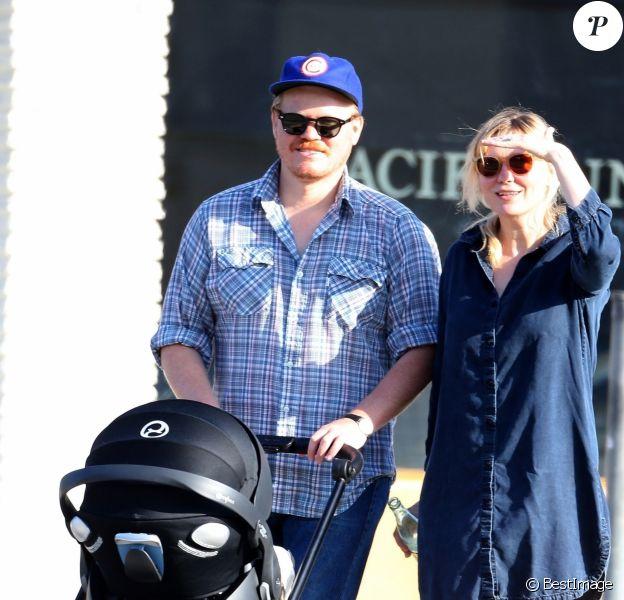 Exclusif - Kirsten Dunst qui vient d'accoucher et son fiancé Jesse Plemons se promènent avec leur fils Ennis à Los Angeles le 22 juin 2018.