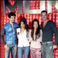 Miguel Angel Munoz, Monica Cruz, Beatriz Luengo et Pablo Puyol à la présentation de la tournée de leur groupe UPA Dance, à Madrid, le 23 avril 2