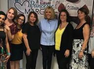 Brigitte Macron : Chic et chaleureuse pour une visite privée auprès de bénévoles