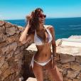 Iris Mittenaere sublime en Grèce le 30 juin 2018.