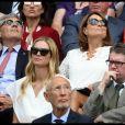 Michael et Carole Middleton dans la royal box au tournoi de Wimbledon le 4 juillet 2018 lors du match de Roger Federer contre Lukas Lacko.