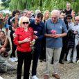 Doune Roux (veuve de François Corbier) et son fils, Jean-Pierre Roux (frère de François Corbier) - Obsèques de François Corbier (Alain Roux de son vrai nom) au cimetière de Serez dans l'Eure le 5 juillet 2018.