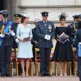 Le prince William, la duchesse Catherine de Cambridge, le prince Harry et la duchesse Meghan de Sussex ainsi que la famille royale ont assisté à une cérémonie dans la cour intérieur du palais de Buckingham le 10 juillet 2018 à Londres dans le cadre des célébrations du centenaire de la RAF.