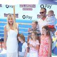 """Tori Spelling avec son mari Dean McDermott et ses enfants Stella, Hattie, Liam, Finn et Beau à la première de """"Hotel Transylvania 3: Summer Vacation"""" au Regency Village à Westwood, le 30 juin 2018"""