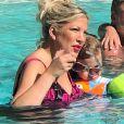 Exclusif - Tori Spelling passe du bon temps en famille avec son mari Dean McDermott et ses enfants Hattie, Finn, Beau, Liam et Stella. Palm Springs, le 17 juin 2018.