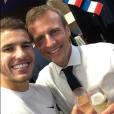 Emmanuel Macron dans les vestiaires des Bleus après leur victoire en finale de Coupe du monde 2018.