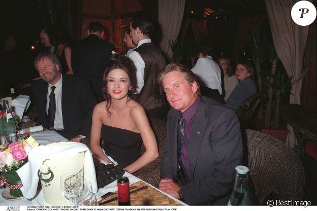 Catherine Zeta-Jones et Michael Douglas lors de leur première rencontre au Festival de Deauville en septembre 1998.