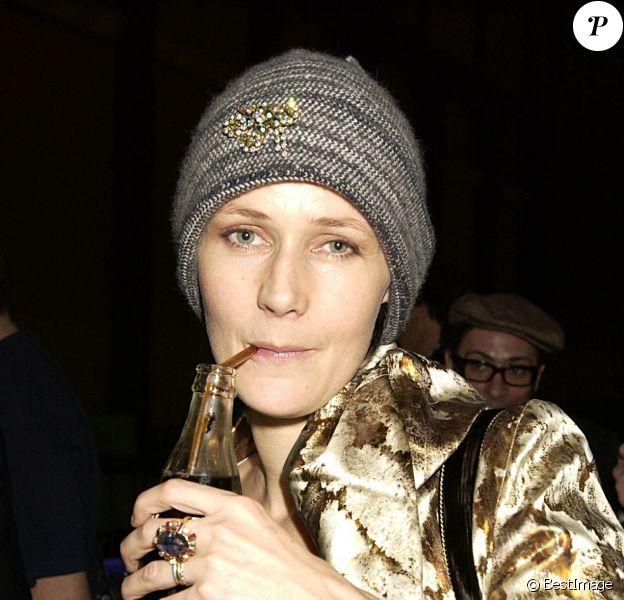 Lucy Birley, qui fut l'épouse de Bryan Ferry, lors d'une exposition à Londres, le 5 février 2002.