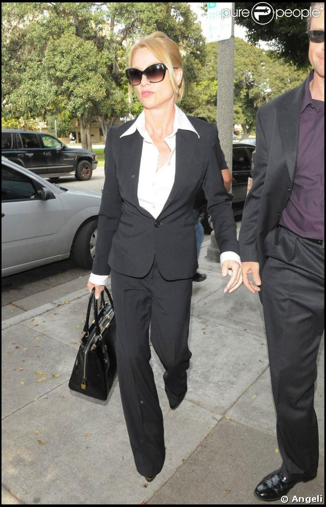 Nicollette Sheridan... sublime en business-woman.