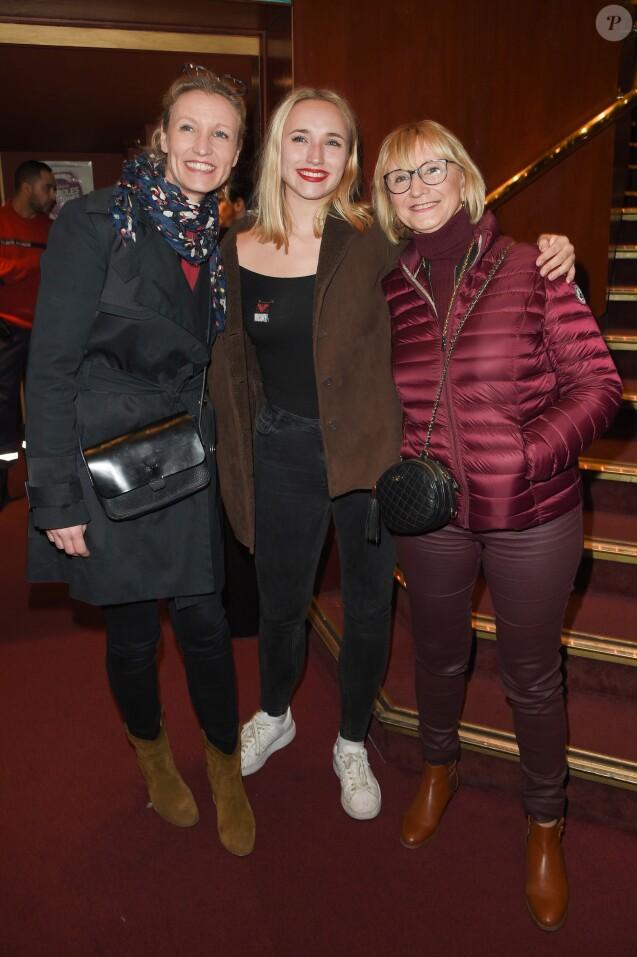 3db1586df8f32 Alexandra Lamy avec sa fille Chloé Jouannet et sa mère Michele Lamy -  Représentation de la