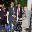 Les invités se dirigent vers le Punta Della Dogana à Venise pour le dîner précédant la célébration du mariage de Salma Hayek et François-Henri Pinault le 24 avril 2009 : Jacques et Bernadette Chirac
