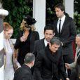 Les invités se dirigent vers le Punta Della Dogana à Venise pour le dîner précédant la célébration du mariage de Salma Hayek et François-Henri Pinault le 24 avril 2009 : Charlize Theron, Stuart Townsend et Lily Cole