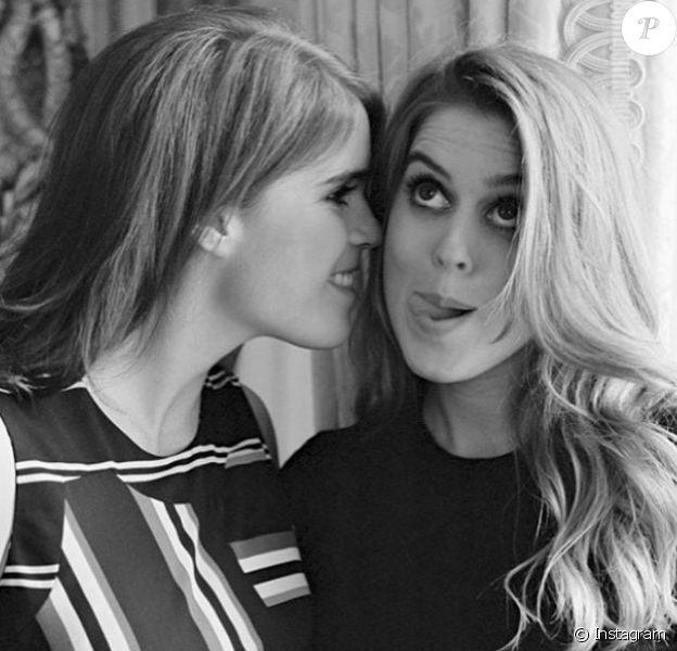 Les princesses Eugenie et Beatrice d'York, photo publiée sur le compte Instagram d'Eugenie en mars 2018.