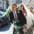 Charlie Van Straubanzee et sa femme Daisy Jenks lors de leur mariage à l'église Sainte-Marie-La-Vierge à Frensham, le 4 août 2018.