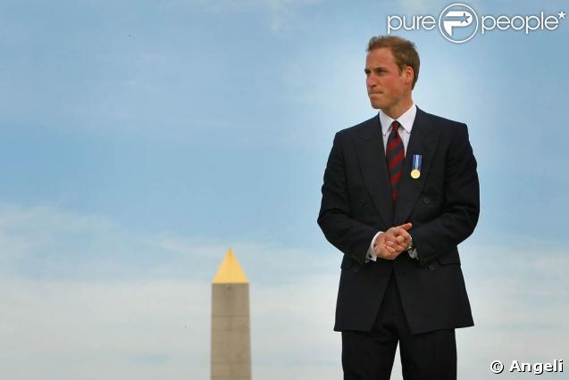 Le prince William visite le National Memorial Arboretum, où l'attendaient des fans, mais aussi des souvenirs douloureux...