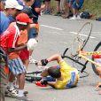 Lance Armstrong chute lors du Tour de France 2003.
