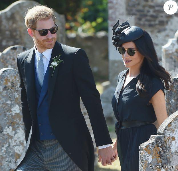 Le prince Harry, duc de Sussex, et Meghan Markle, duchesse de Sussex, au mariage de Charlie Van Straubanzee et Daisy Jenks à Frensham, le 4 août 2018.